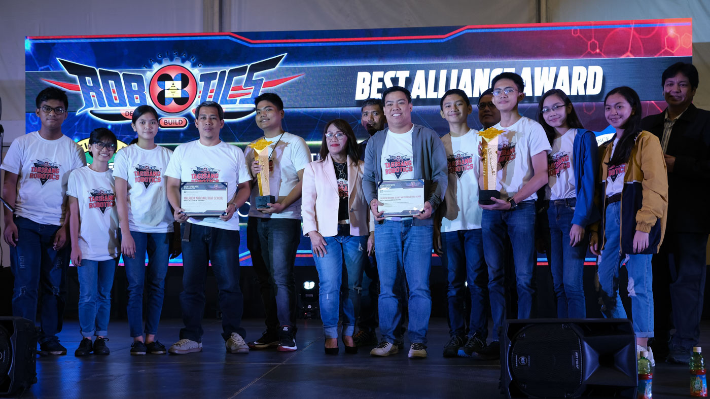 The duo of Malabon National High School and Caloocan National Science High School emerged as the Best Alliance after the best-to-two final round against the pairing of Makati Science HS and Valenzuela School of Math and Science. Photo courtesy of DOST-Science Education Institute