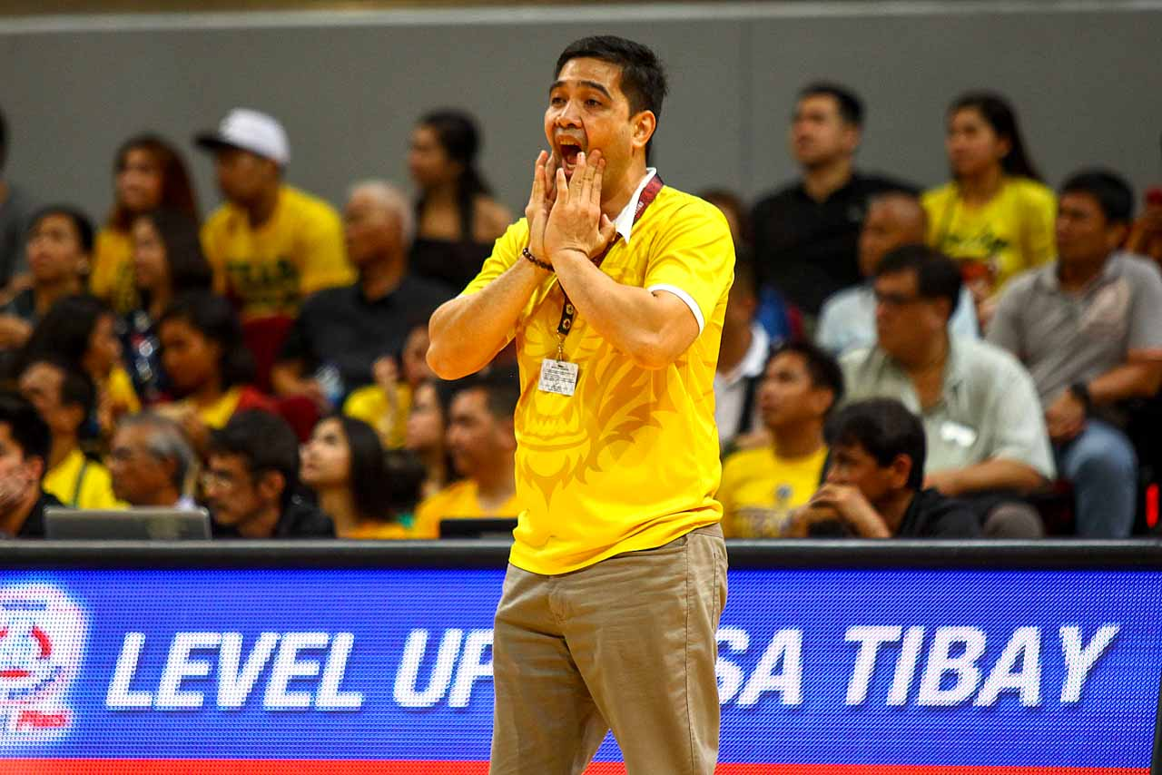 STUNNED. UST coach Bong Dela Cruz appears to not like what he's seeing on the court as FEU stuns UST. Photo by Josh Albelda/Rappler