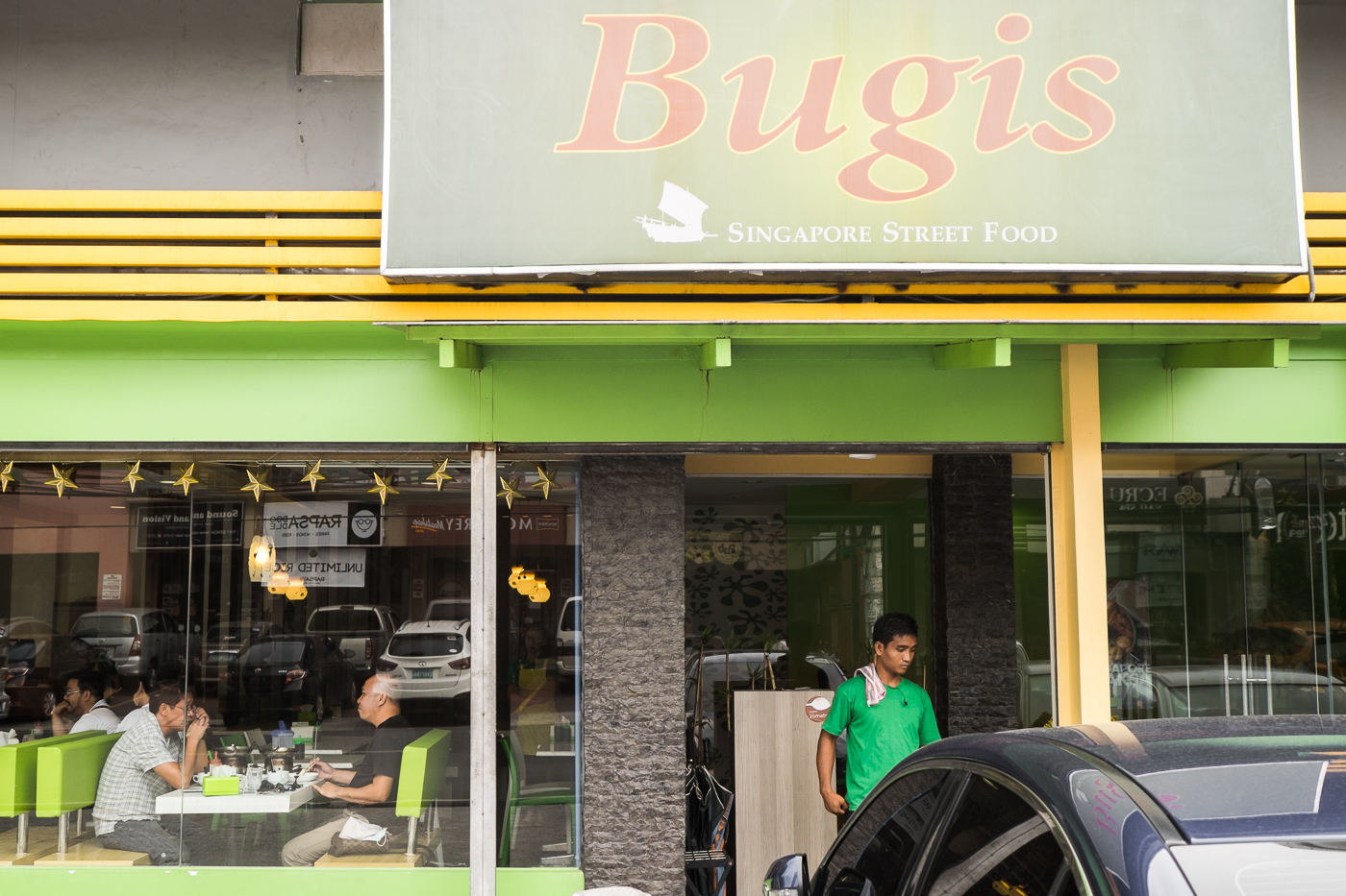 Families and groups of friends usually eat in Bugis. Bugis recently relocated to a space that is thrice as big as the original restaurant because of its increase in customers.
