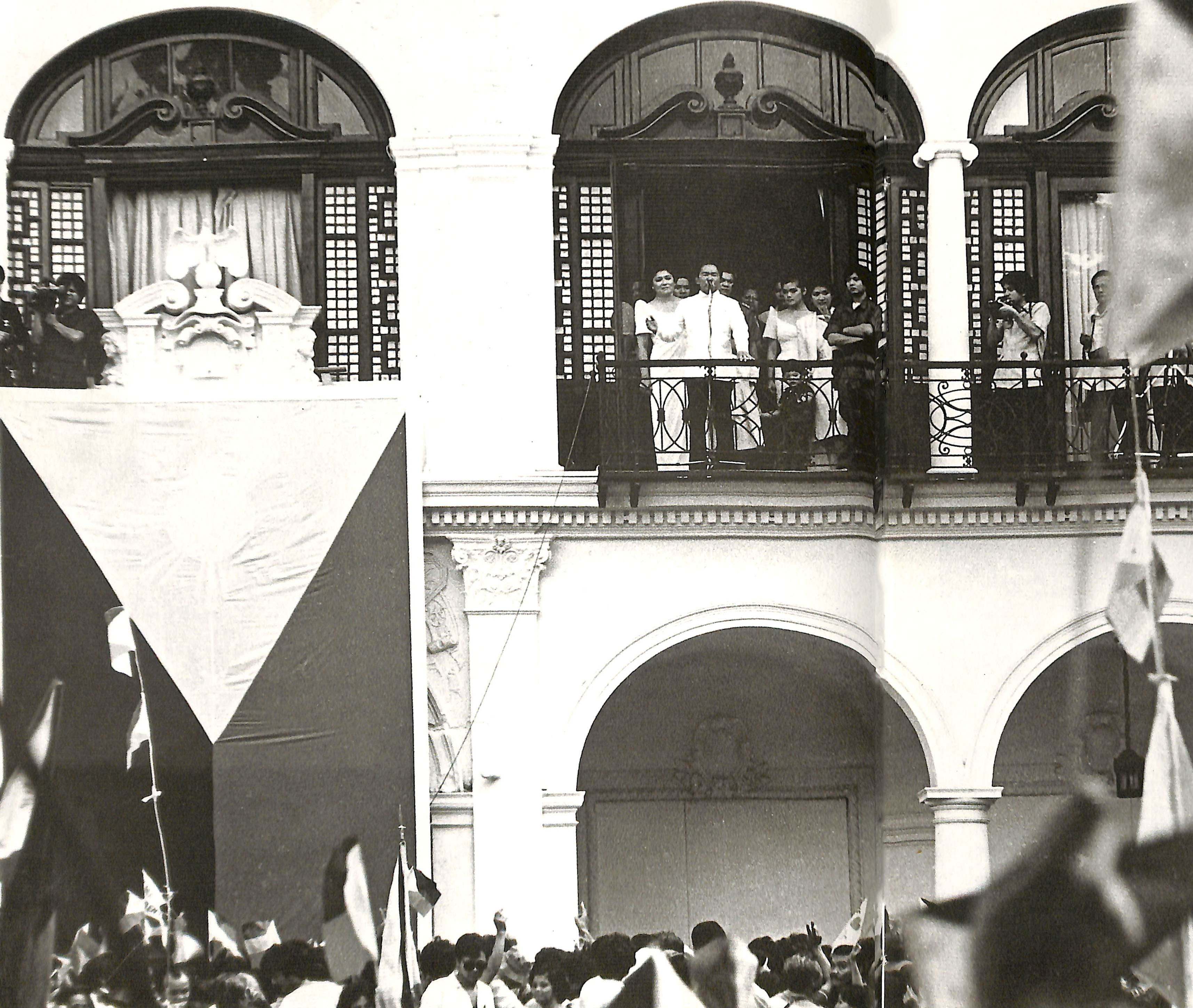 FINAL OATH. The Marcos family moments after taking his oath of office in ceremonies at Malacau00f1ang Palace on Feb. 25, 1986. Photo from the Presidential Museum and Library