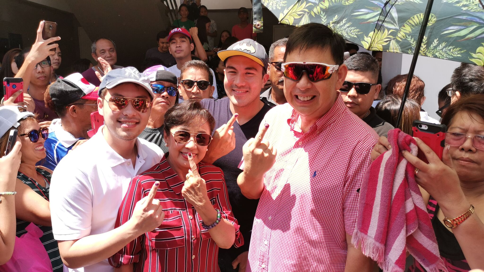 RECTOS TOGETHER. Senator Ralph Recto and Vilma Santos Recto cast their vote in Lipa City together with sons Luis and Ryan. Photo by Tina Ganzon-Ozaeta/Rappler