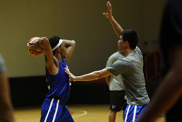YOUNG BUT TOUGH. Youngster Troy Rosario (right), seen here guarding Calvin Abueva during Gilas practice, won't be intimidated by his more accomplished Gilas teammates. Photo by Josh Albelda/Rappler