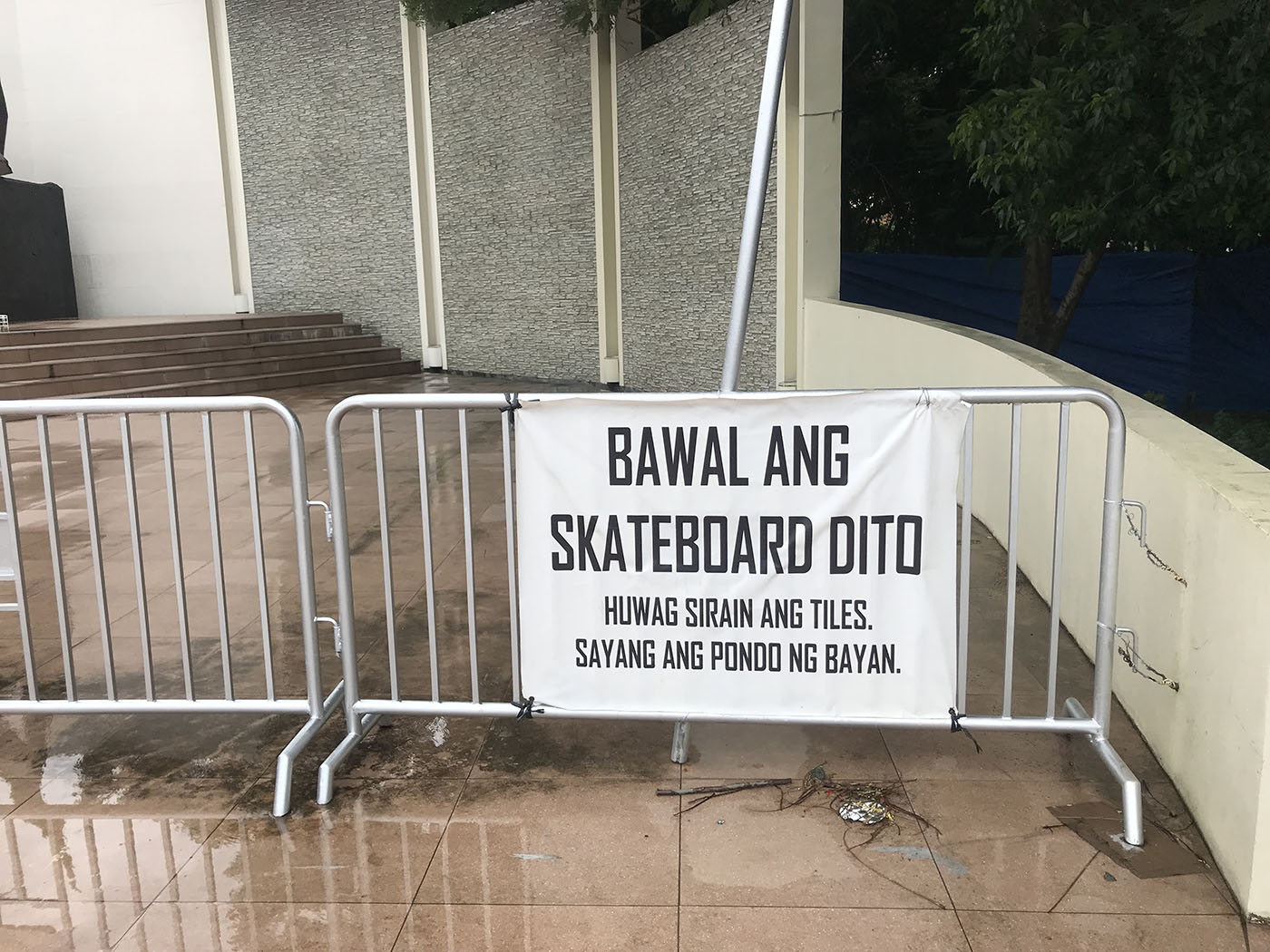 Most days, the NHCP puts up barriers and this sign a few meters away from Castrillo's monument. They say this is to prevent vandalism and to keep people from throwing trash near the statue.