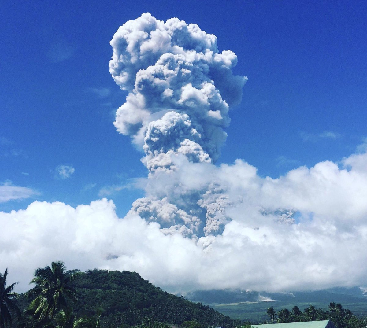 ASH COLUMN. The ash column from Mayon Volcano as seen from Legazpi City on January 22, 2018. Photo courtesy of Feline Deona