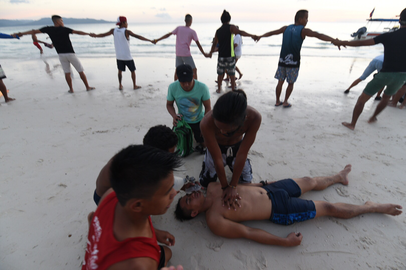 DEAD OR ALIVE? Different emergency scenarios are simulated in Boracay. Photo by Alecs Ongcal/Rappler
