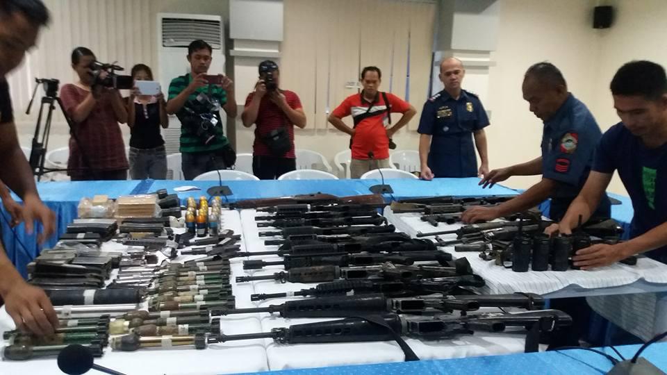 FIREARMS HAUL. Albuera police show firearms recovered following the shootout with men of Albuera Mayor Rolando Espinosa Sr. Photo by Jazmin Bonifacio/Rappler