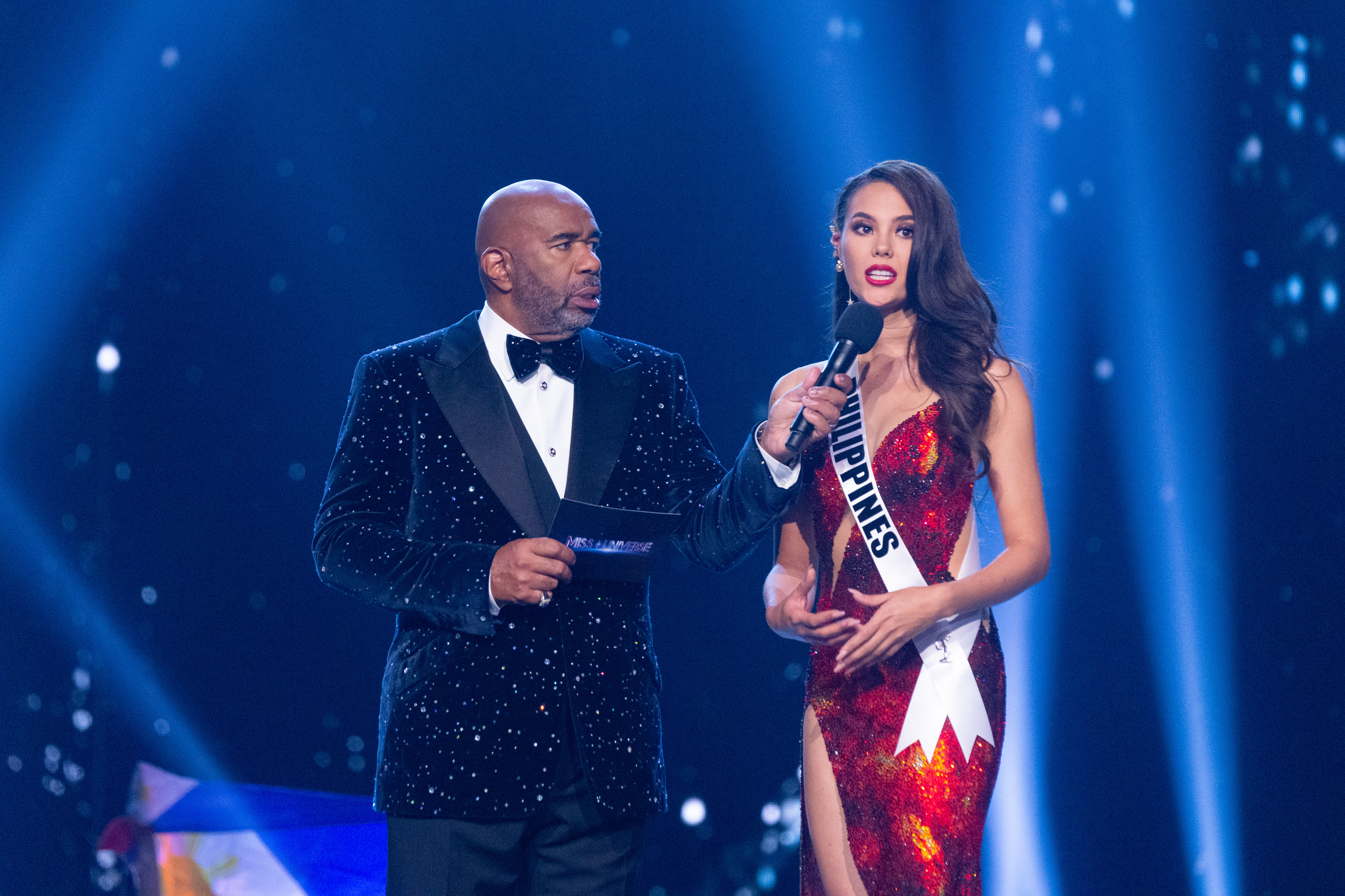 FINAL QUESTION. Catriona Gray, Miss Philippines 2018 answers her Final Word on stage with host Steve Harvey. Photo by the Miss Universe Organization