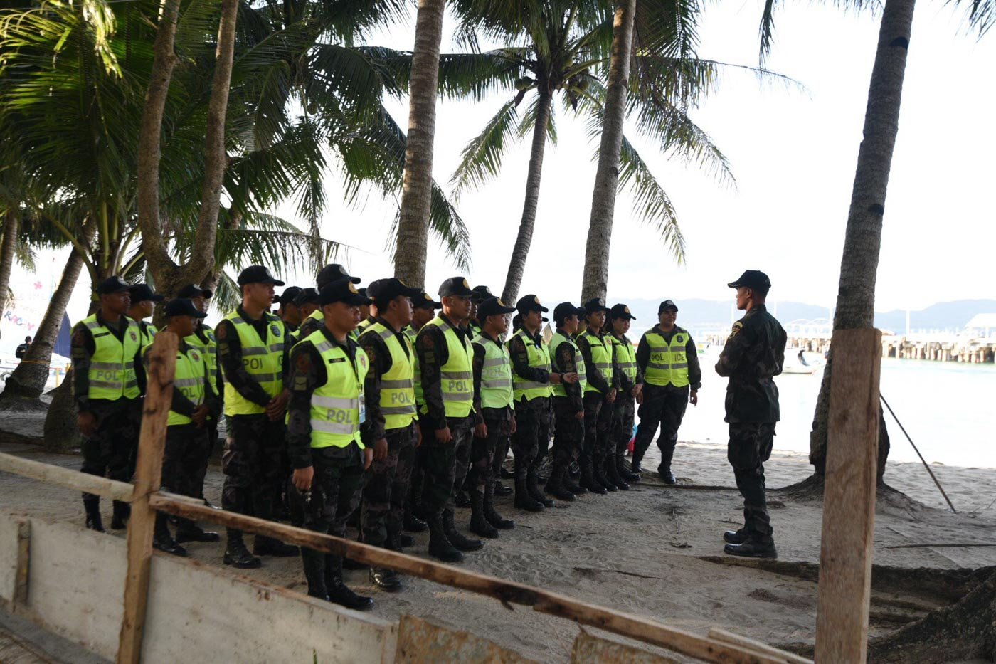 CLOSING AN ISLAND. Police personnel prepare for the opening of Boracay after its 6-month closure. File photo by Alecs Ongcal/Rappler