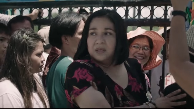 MOTHER'S GRIEF. Thelma (Alma Moreno) is worried over the disappearance of her daughters Marijoy and Jacqueline.