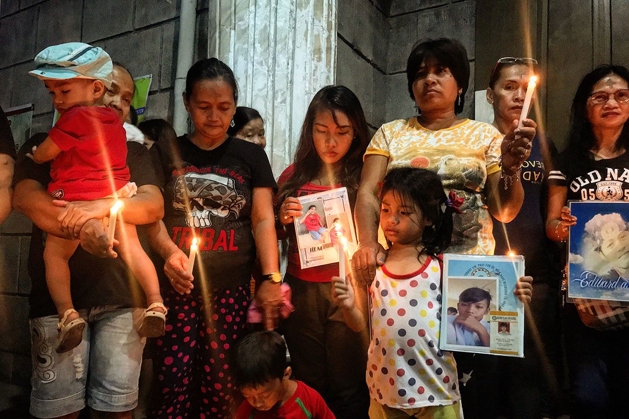 REMEMBERING FAMILY. Family members remember their fallen loved ones on Ash Wednesday. Photo by CSO-CHR Consultative Caucus on Human Rights