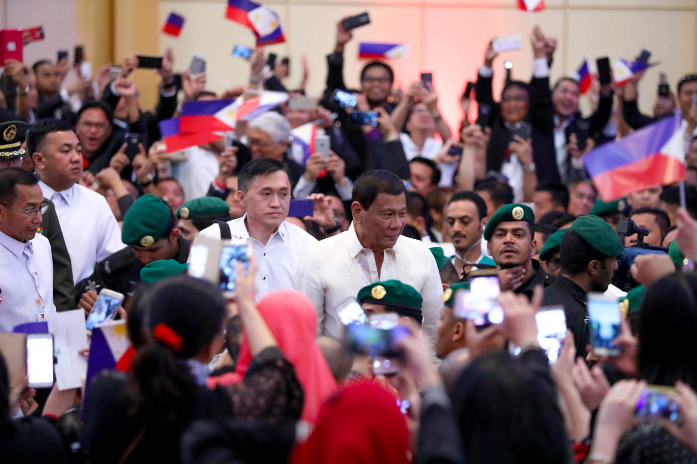OFW SUPPORT. OFWs in Saudi Arabia welcome President Rodrigo Duterte during his visit to the Middle Eastern country. Presidential photo