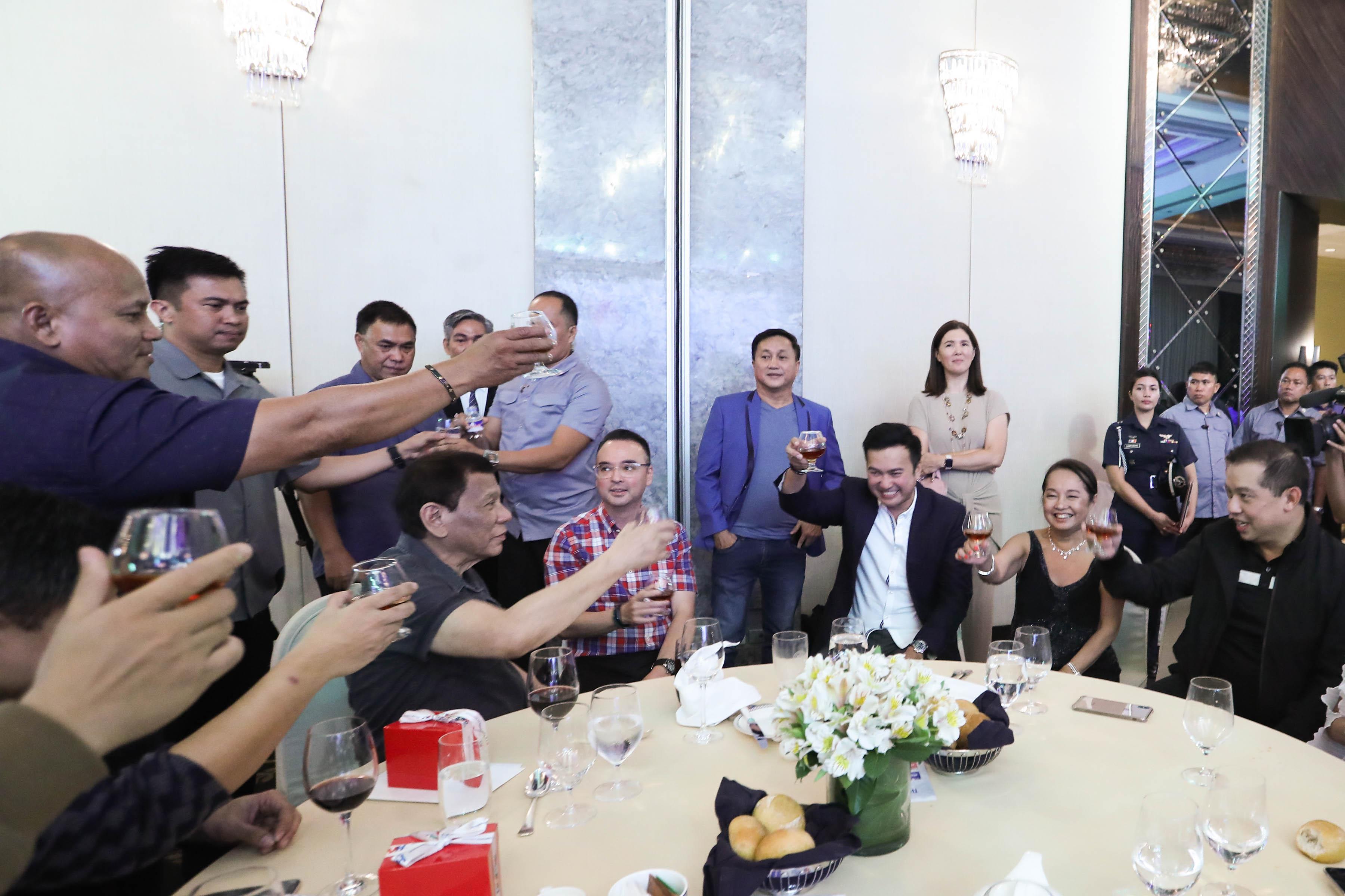 OPTICS. President Rodrigo Duterte is joined in his table by speaker hopefuls. Malacau00f1ang photo