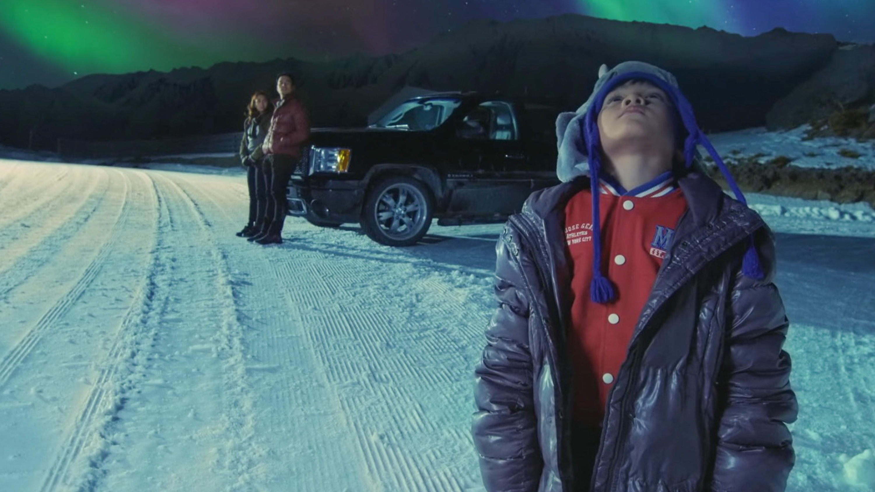LOOKING UP. 'Northern Lights' molds itself into the usual romantic happy ending, says critic Oggs Cruz. Screengrab from YouTube/ABS-CBN Star Cinema
