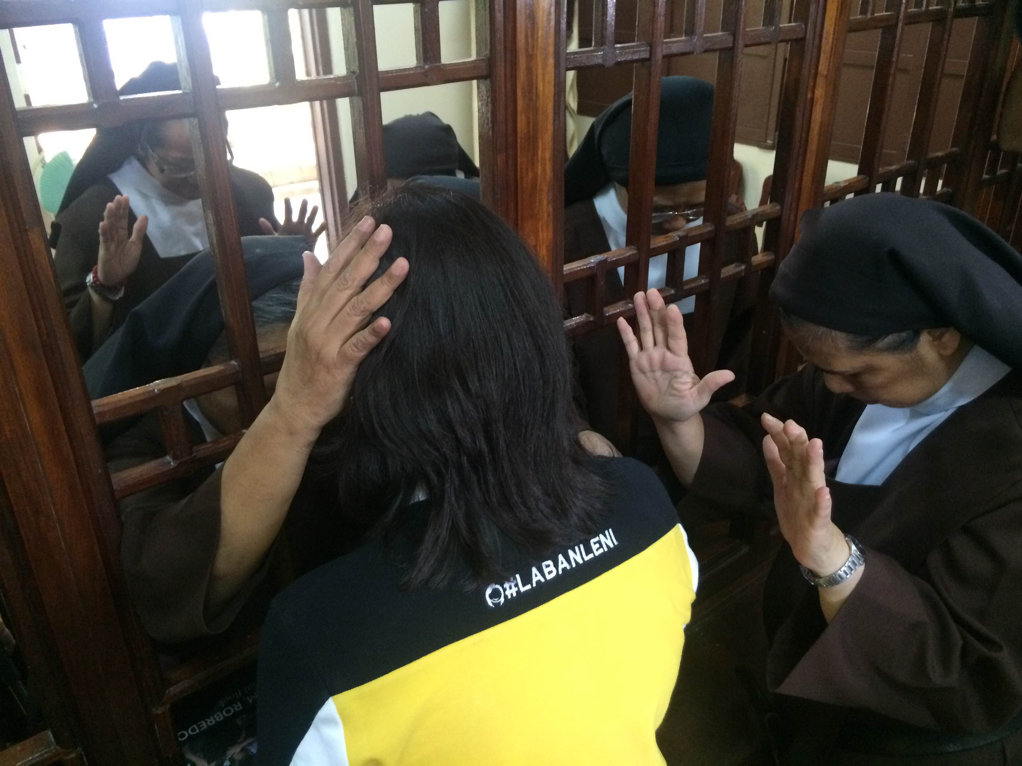 BLESSING. LP vice presidential candidate Leni Robredo is prayed over by Carmelite nuns in Laoag City on March 19, 2016. Photo by Bea Cupin/Rappler