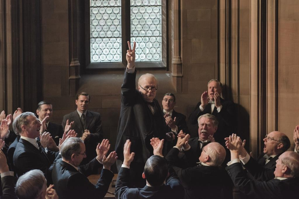 CRUCIAL DECISION. Winston Churchill gives the peace sign during a meeting at the House. Photo from Facebook/Darkest Hour