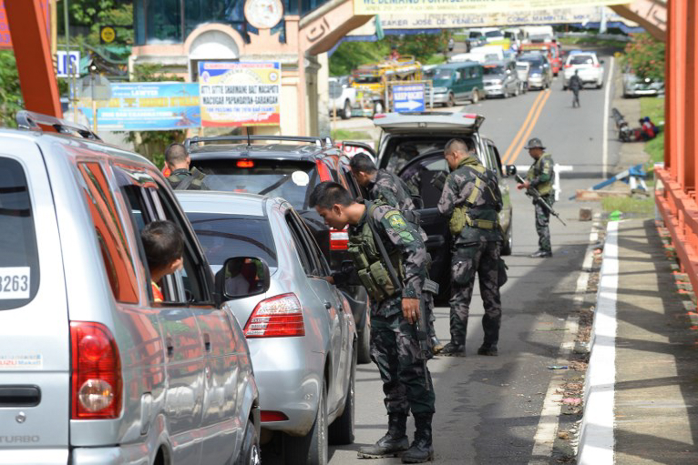 MARTIAL LAW. Police special forces inspect vehicles at a checkpoint near the entrance to Marawi. Photo by Ted Aljibe/AFP