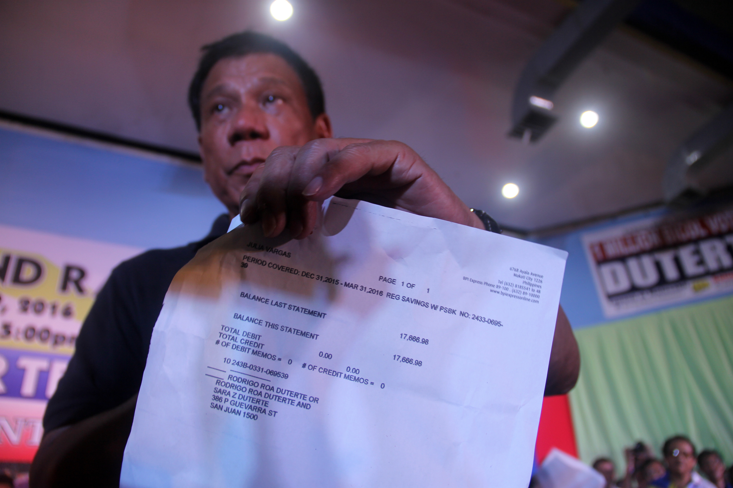 CERTIFIED COPY. Mayor Rodrigo Duterte shows the media a bank statement from the Bank of the Philippine Islands. Photo by Rhaydz Barcia/Rappler