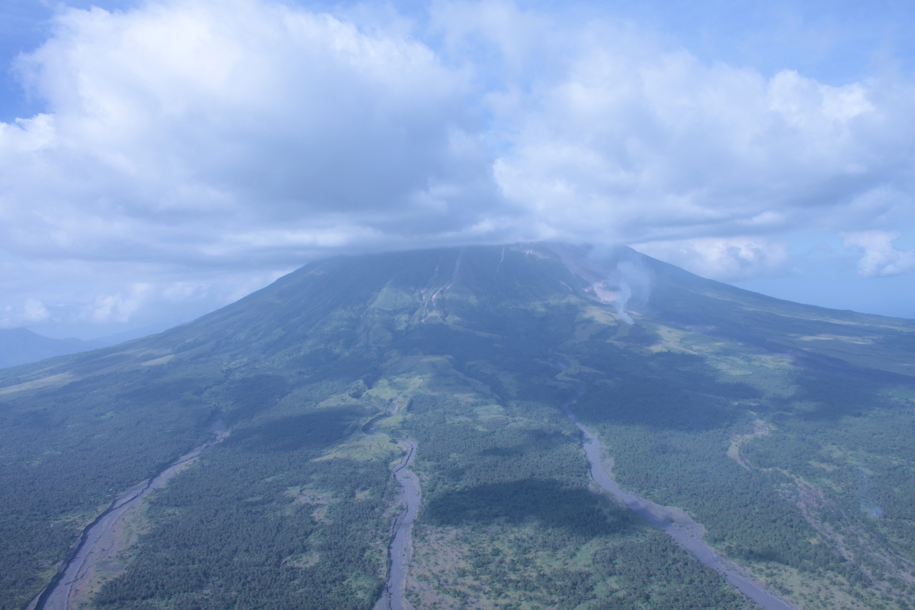 LAHAR FLOW. Phivolcs warns of lahar flow following heavy rainfall over Albay. Photo by Rhaydz Barcia/Rappler
