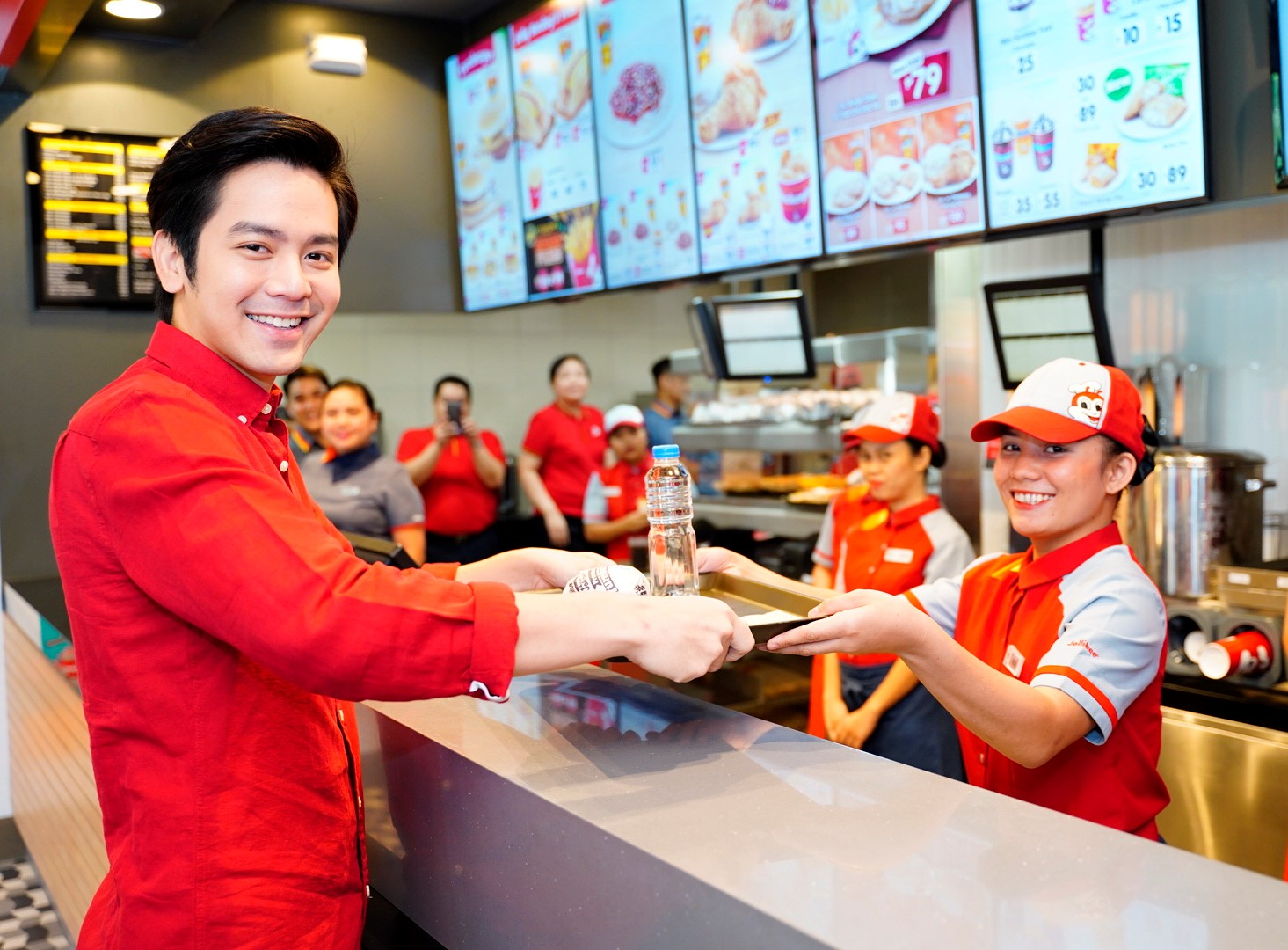 JOLLIBEE FAVORITES. Joshua Garcia gets his order of Bacon Cheesy Yumburger at the claim area of the Level Up Joy Store. All photos courtesy of Jollibee.