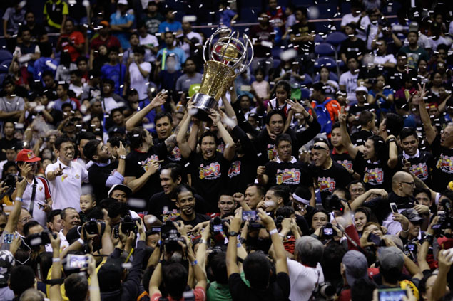 San Miguel raises its third consecutive Philippine Cup trophy. Photo by Czeasar Dancel/Rappler