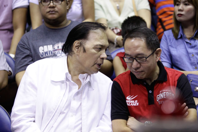 LIVING LEGEND. Ginebra legend Robert Jaworski watches Game 5. Photo by Czeasar Dancel/Rappler