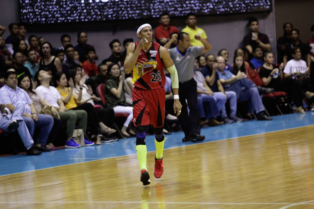 Arwind Santos tallies a team-high 21 points in the win. Photo by Czeasar Dancel/Rappler