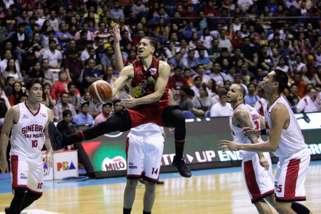 Marcio Lassiter soars to the rim. Photo by Czeasar Dancel/Rappler