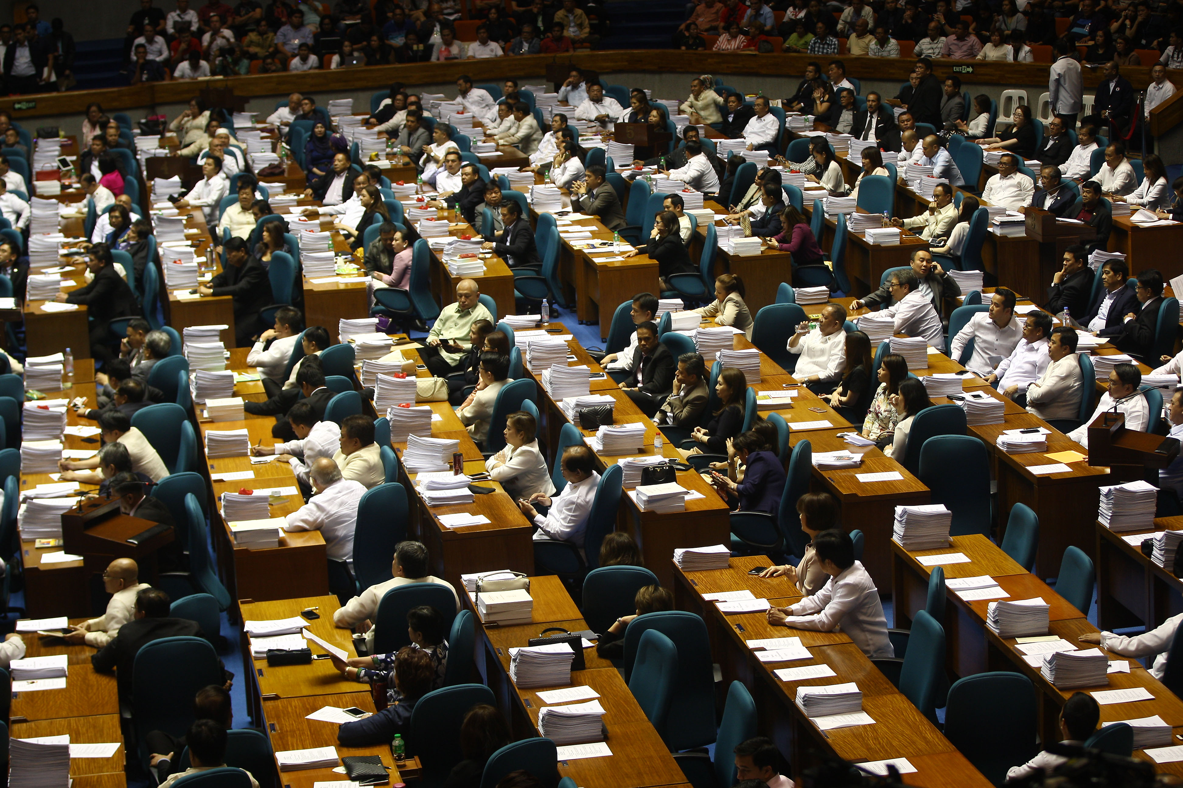 THE HOUSE. Lawmakers hold a plenary session on March 7. Photo by Ben Nabong/Rappler
