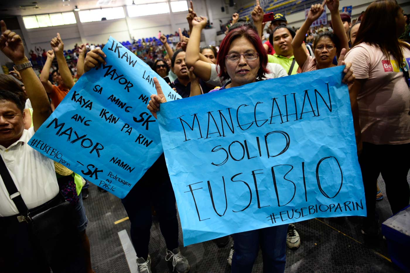 SOLID EUSEBIO. Supporters of Mayor Bobby Eusebio protesting inside Pasig Sports Center which started while proclamation is ongoing. Photo by Rob Reyes/Rappler