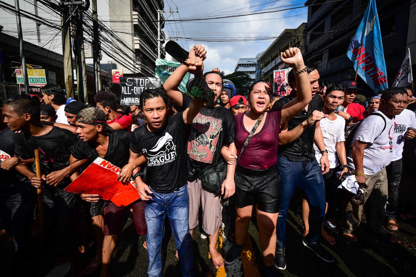 Philippine: Nude students, activists protest dictator