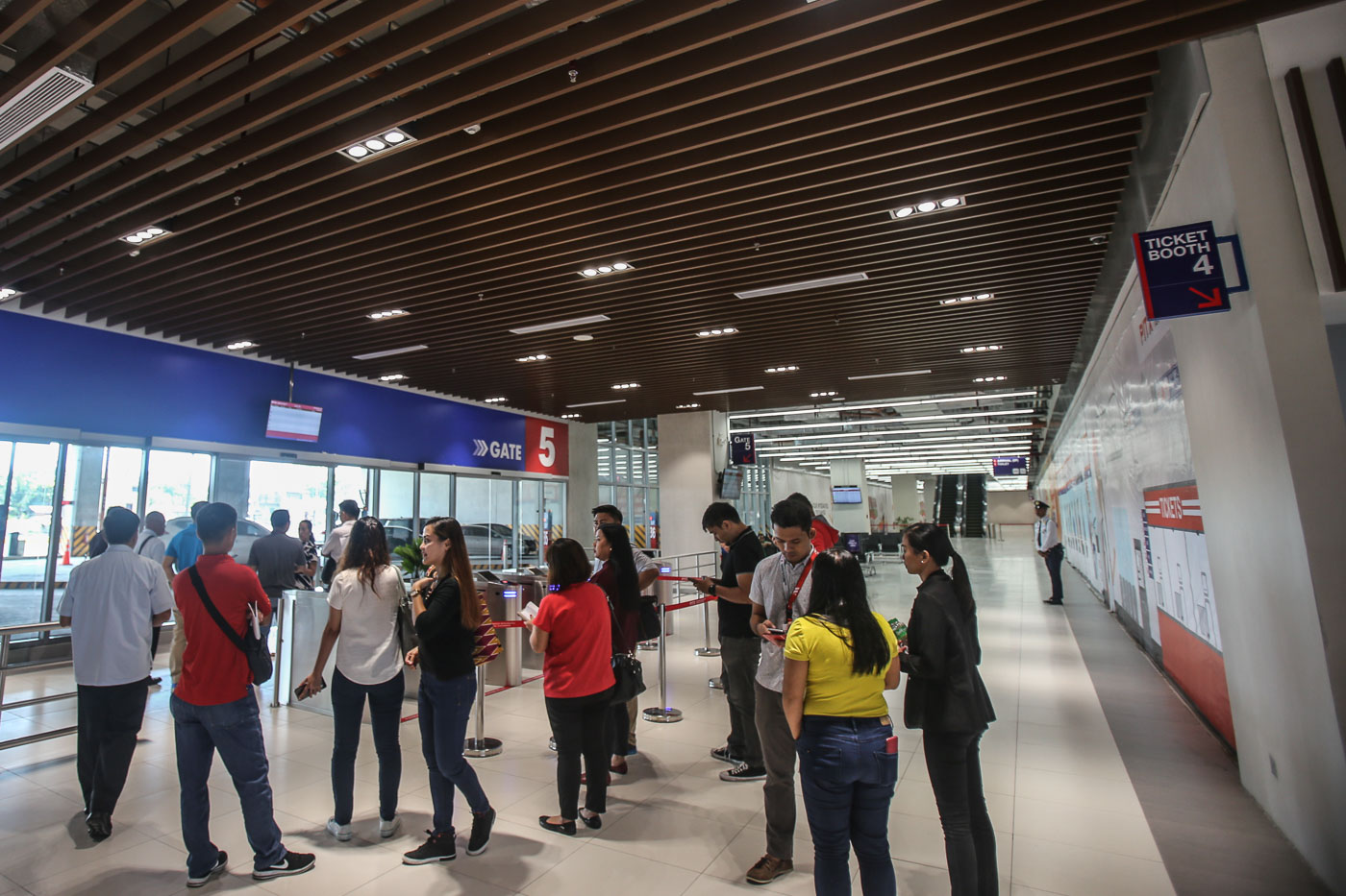 BOARDING GATE. Monitors showing trip schedules for passengers to check the status of their trips. Photo by Ben Nabong/Rappler