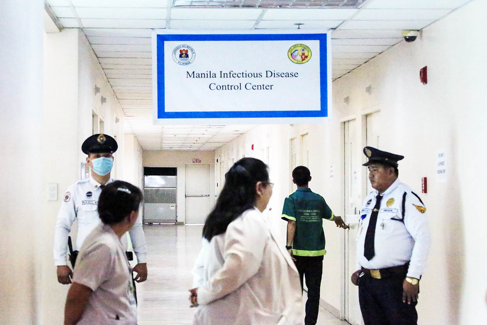 NEW FACILITY. Security personnel check on the isolation rooms intended for Patients Under Investigation (PUI) at the newly opened Manila Infectious Disease Control Center. Photo by Ben Nabong/Rappler