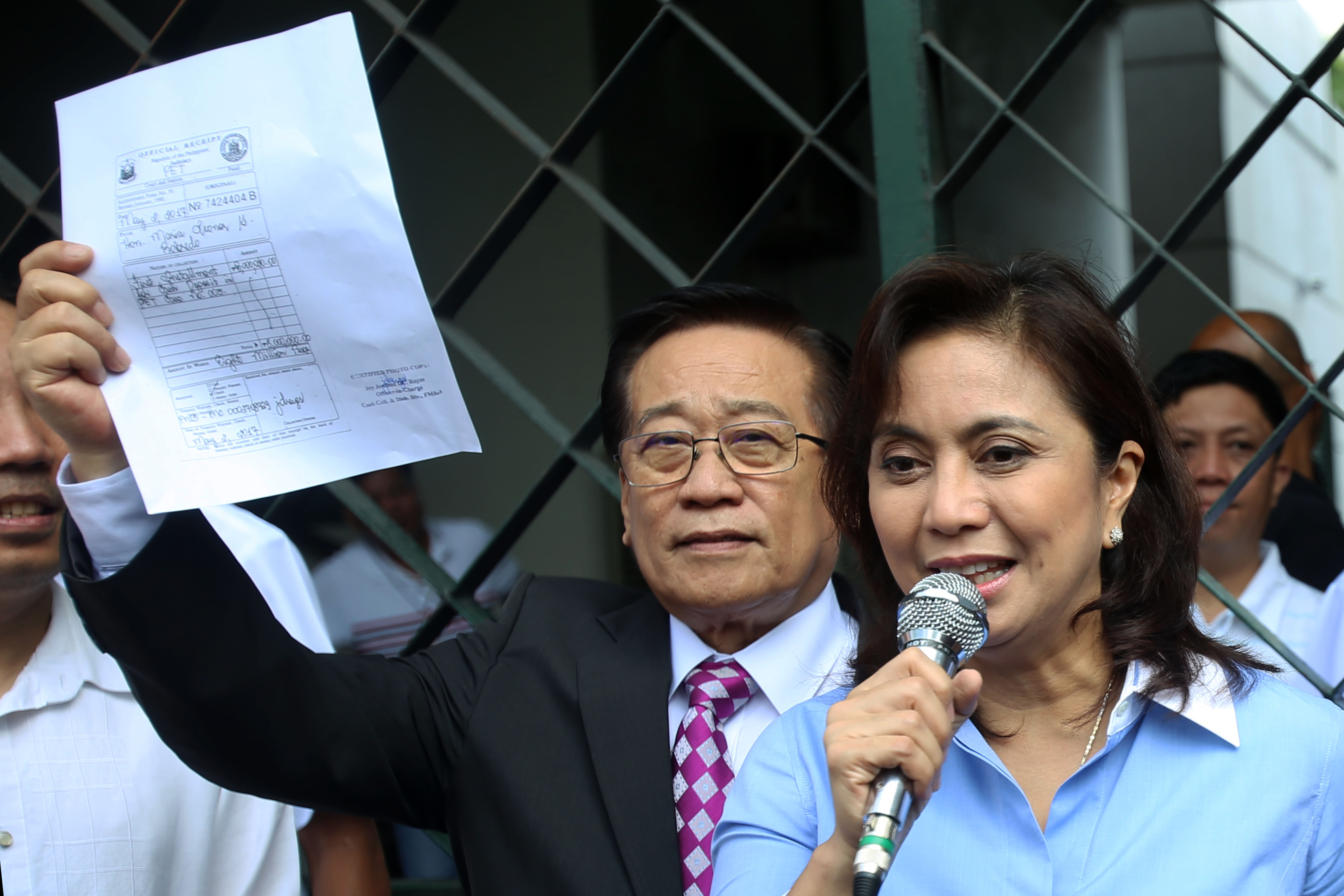 TOP CLIENT. Romulo Macalintal with Vice President Leni Robredo. File photo by Ben Nabong/Rappler
