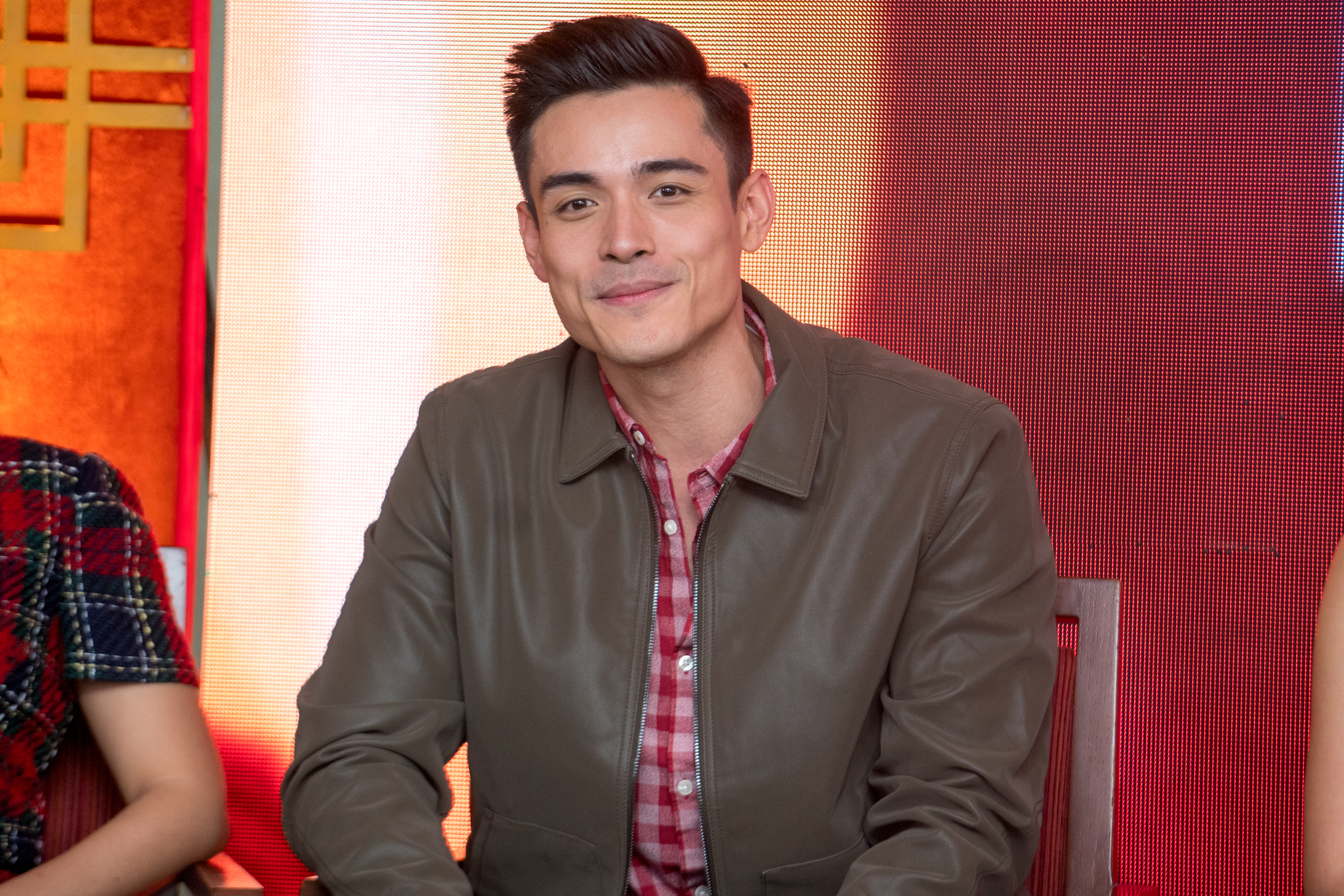 MAN IN THE MIDDLE. Xian Lim is David Chow, a Filipino-Chinese young man raised in Singapore who marries Dana and later falls for Jia.