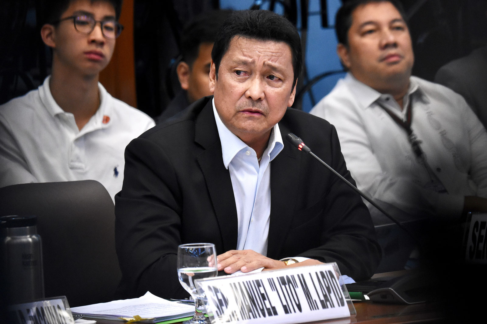 RARE APPEARANCE. Senator Lito Lapid asks questions at the Senate hearing on the franchise renewal of ABS-CBN. Photo by Angie de Silva/Rappler