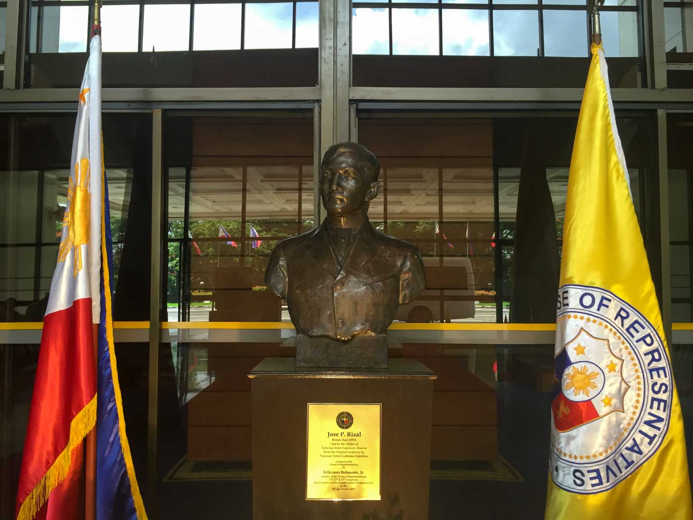 NATIONAL HERO. This bronze sculpture of Dr Jose Rizal now belongs to the House of Representatives. Photo by Mara Cepeda/Rappler