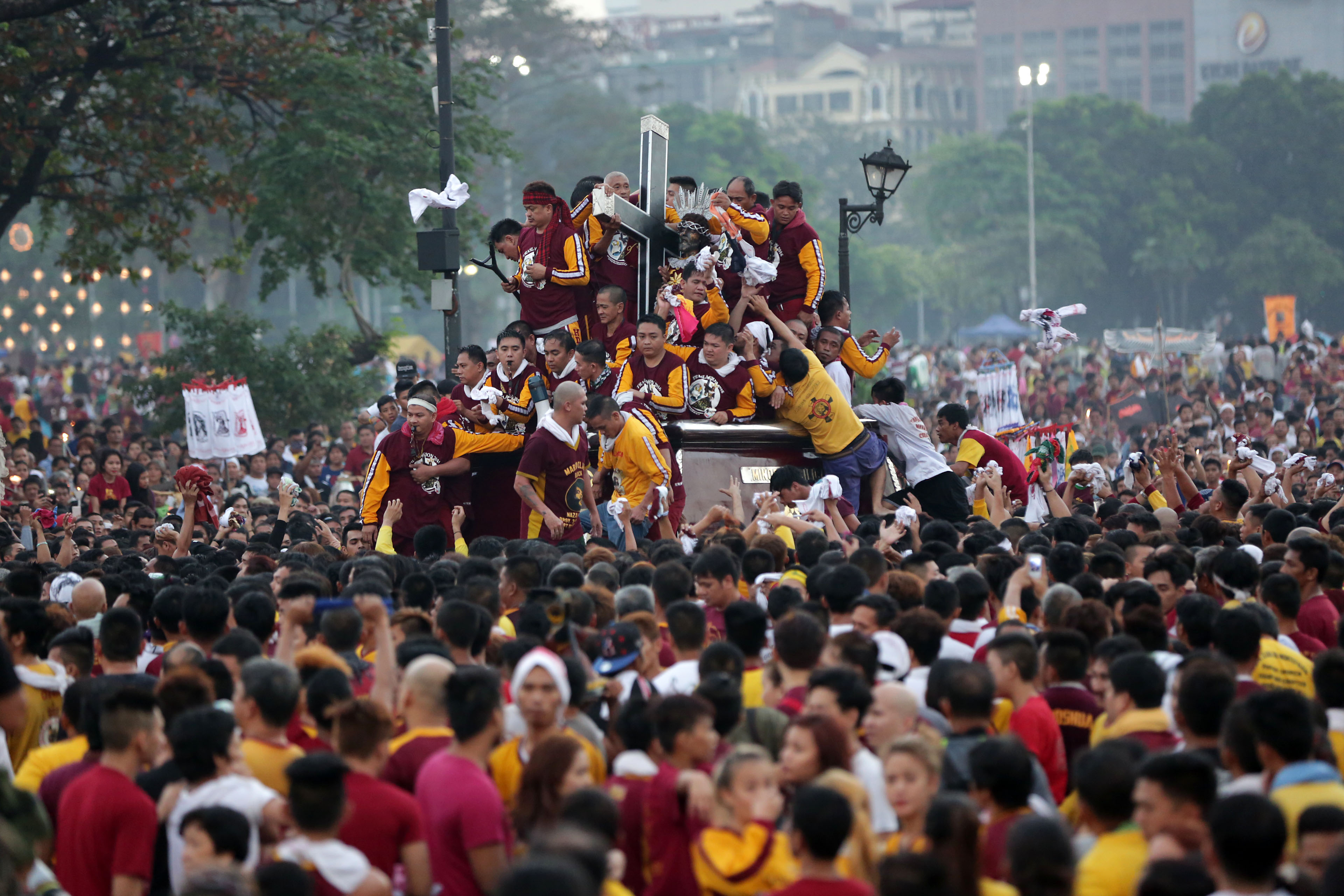 DEVOTION. Devotees try to get near the carriage carrying the image of Jesus of the Black Nazarene as the annual Traslacion starts at the Quirino Grandstand in Manila on Saturday, January 9, 2015. Photo by Ben Nabong/Rappler