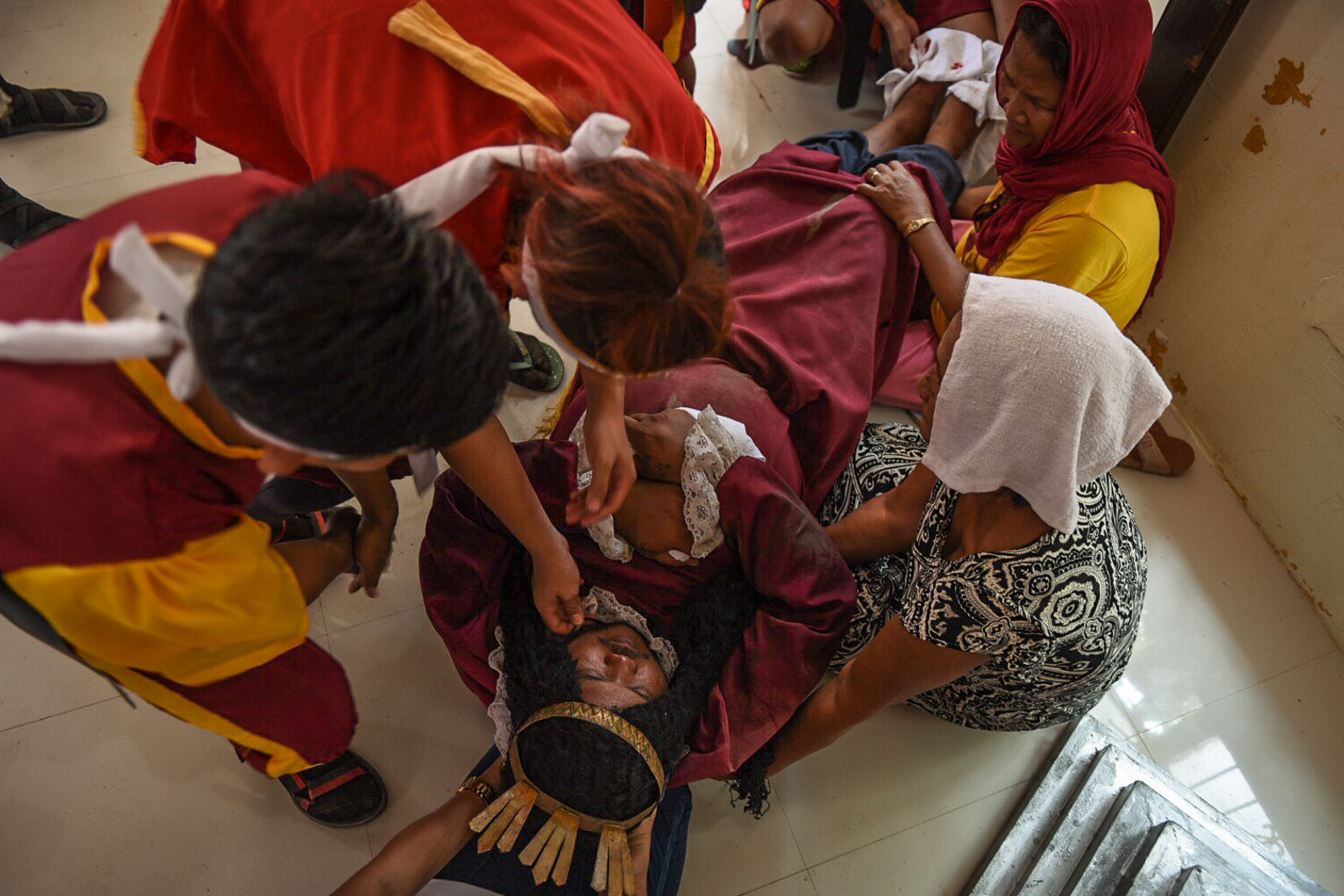LA PIETA. Performers double as first aid volunteers cleaning the wound of Marcelino.