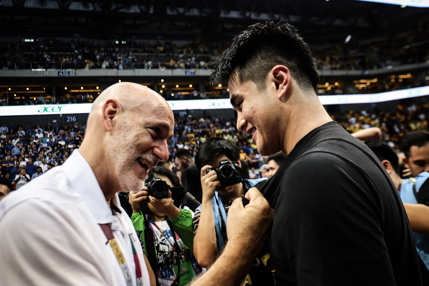 INSTANT IMPACT. Ateneo coach Tab Baldwin salutes SJ Belangel, who delivers the goods in the season-sweeping game. Photo by Josh Albelda/Rappler