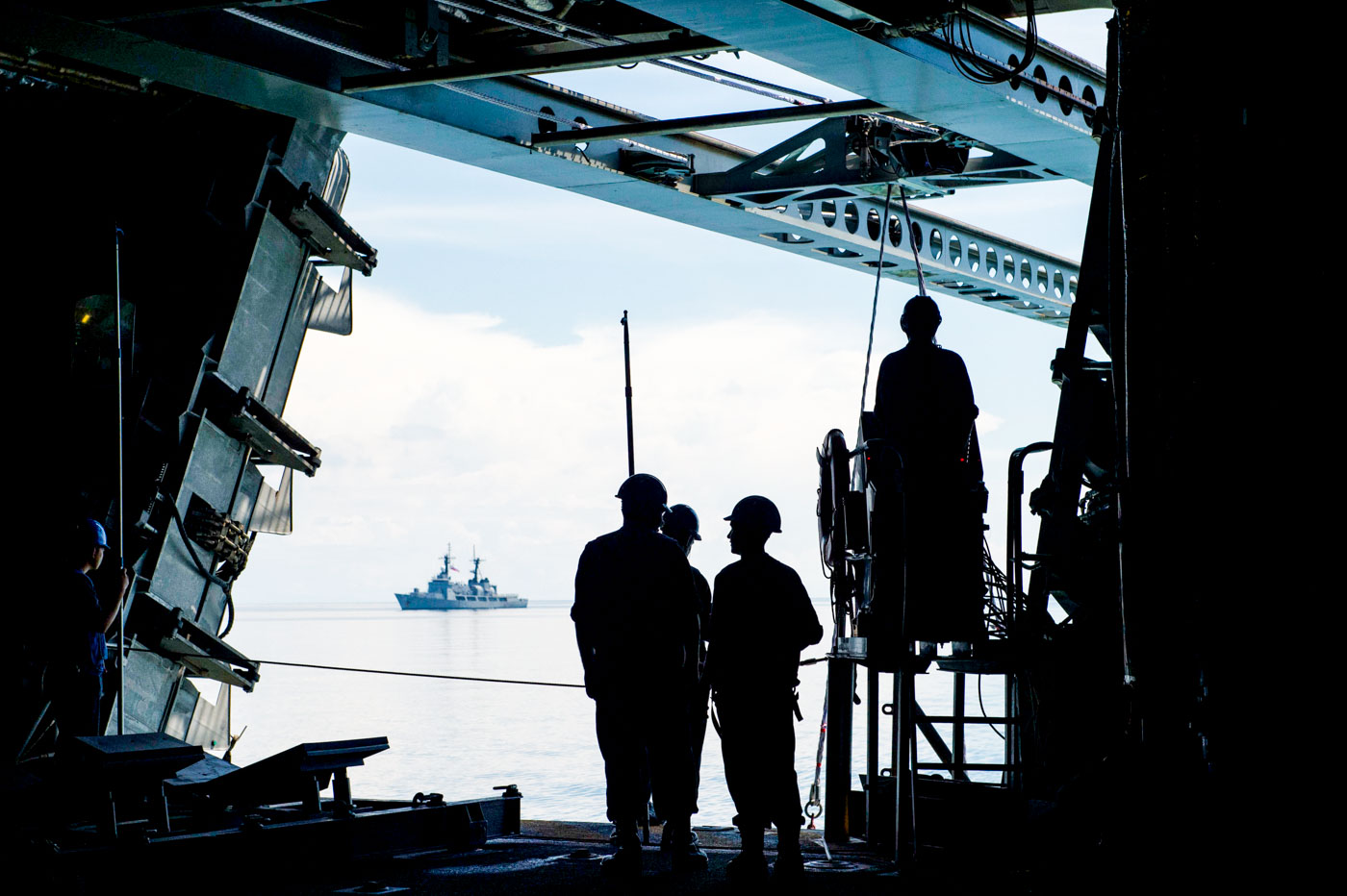 ON BOARD. Sailors operate a twin-boom extensible crane during boat operations aboard littoral combat ship USS Coronado (LCS 4). US Navy photo by Mass Communication Specialist 3rd Class Deven Leigh Ellis