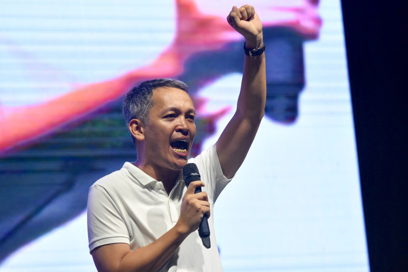 Bayan secretary-general Renato Reyes Jr speaks at the rally marking the 32nd anniversary of People Power. Photo by Angie de Silva/Rappler