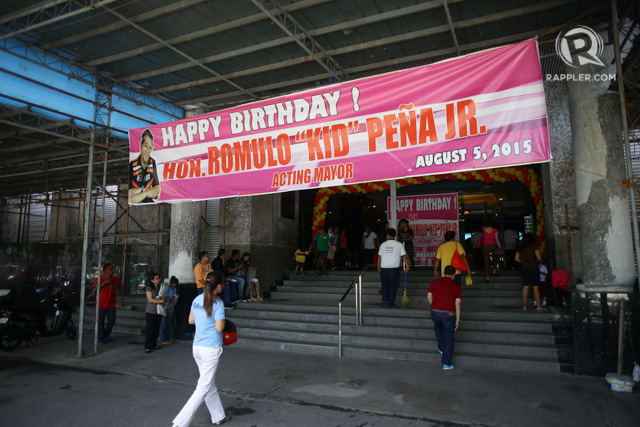 HAPPY BIRTHDAY. Banners and balloons have been placed around city hall in celebration of Peu00f1a's 46th birthday. Photo by Mark Cristino/Rappler