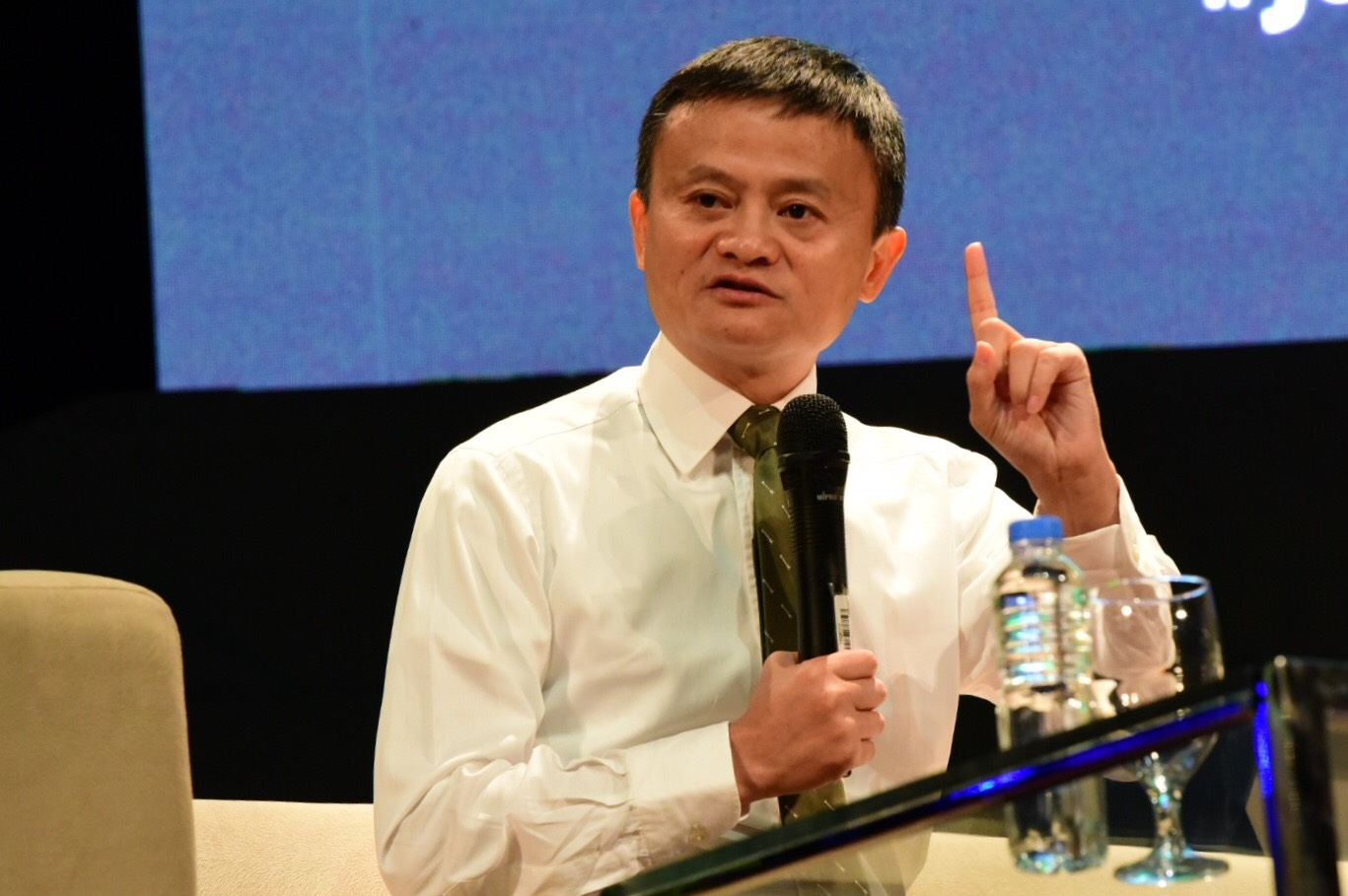 LIFE LESSONS. Alibaba Group founder Jack Ma discusses entrepreneurship with students at De La Salle University on October 25, 2017. Photo by Alecs Ongcal/Rappler