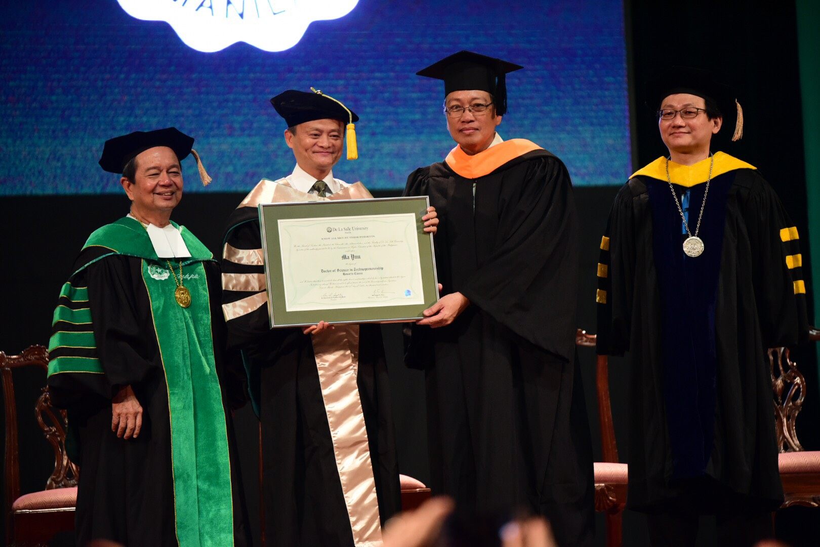 HONORED. Jack Ma receives a Doctor of Science in Technopreneurship Honoris Causa from De La Salle University on October 25, 2017. Photo by Alecs Ongcal/Rappler