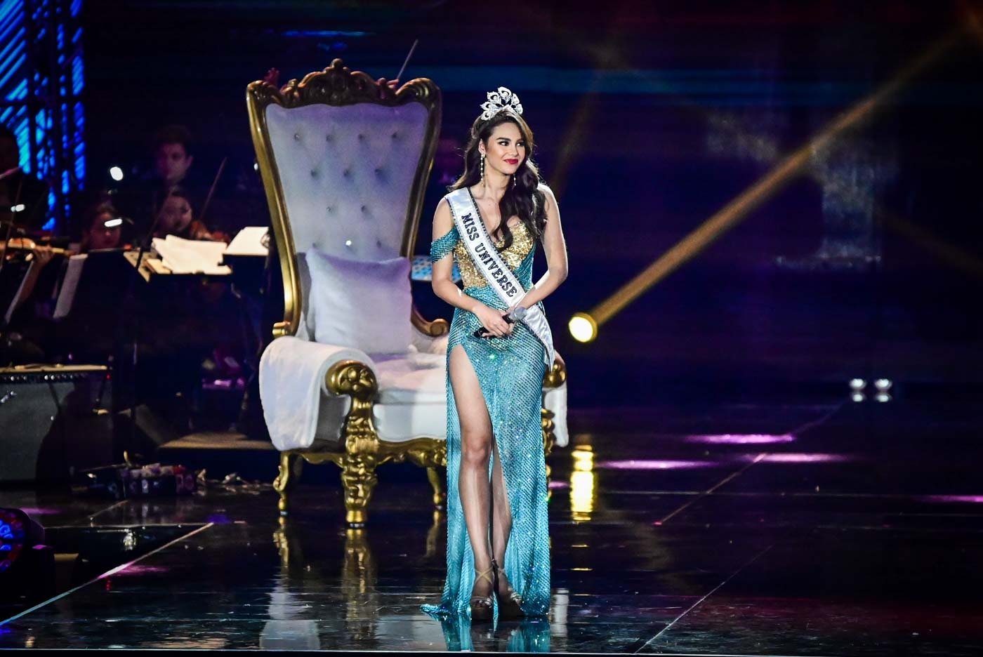 PERLA ORIENTE. Catriona Gray in another gown by Mak Tumang.