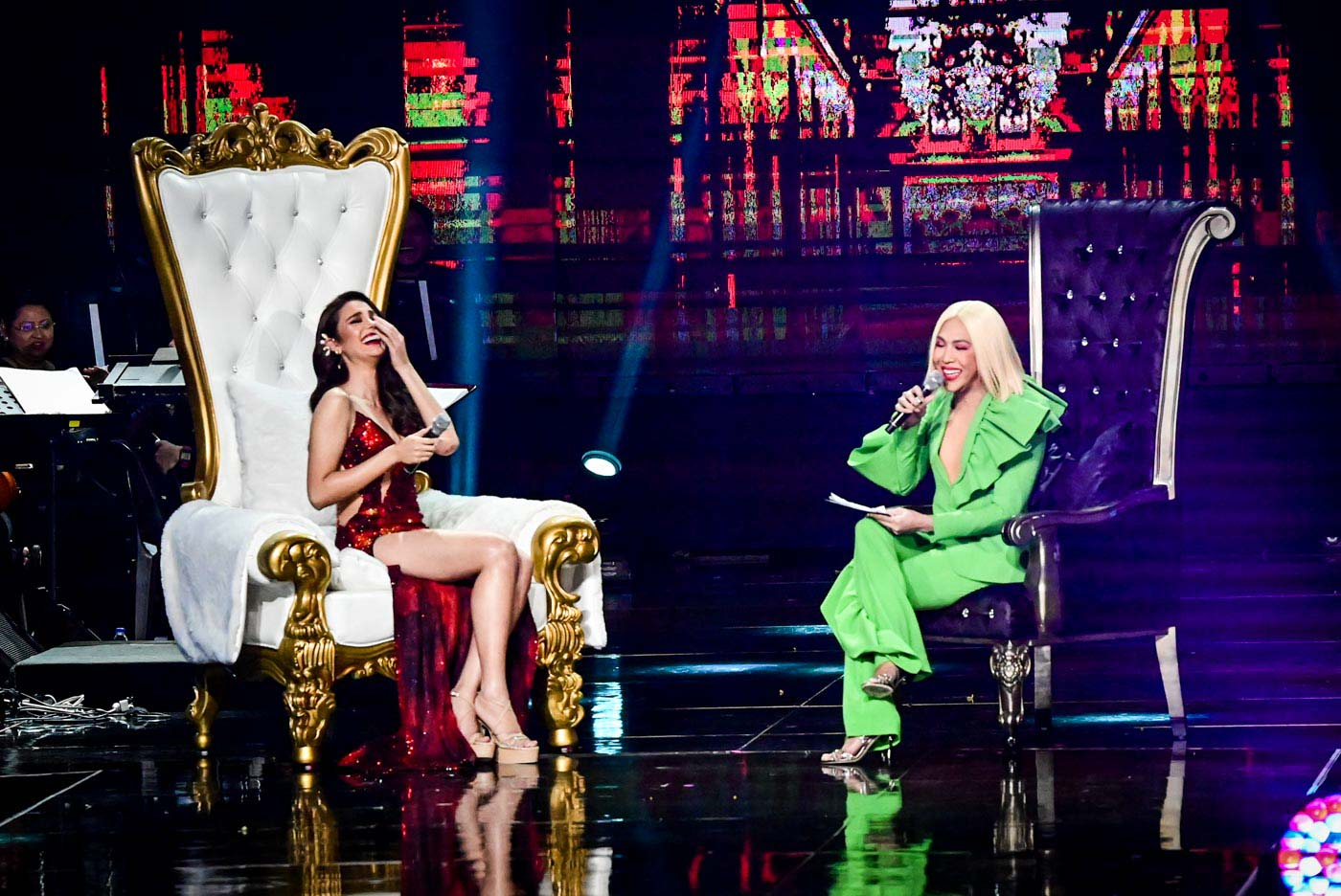 HOT SEAT. Catriona find herself in the hot seat as Vice Ganda fires questions during his segment.