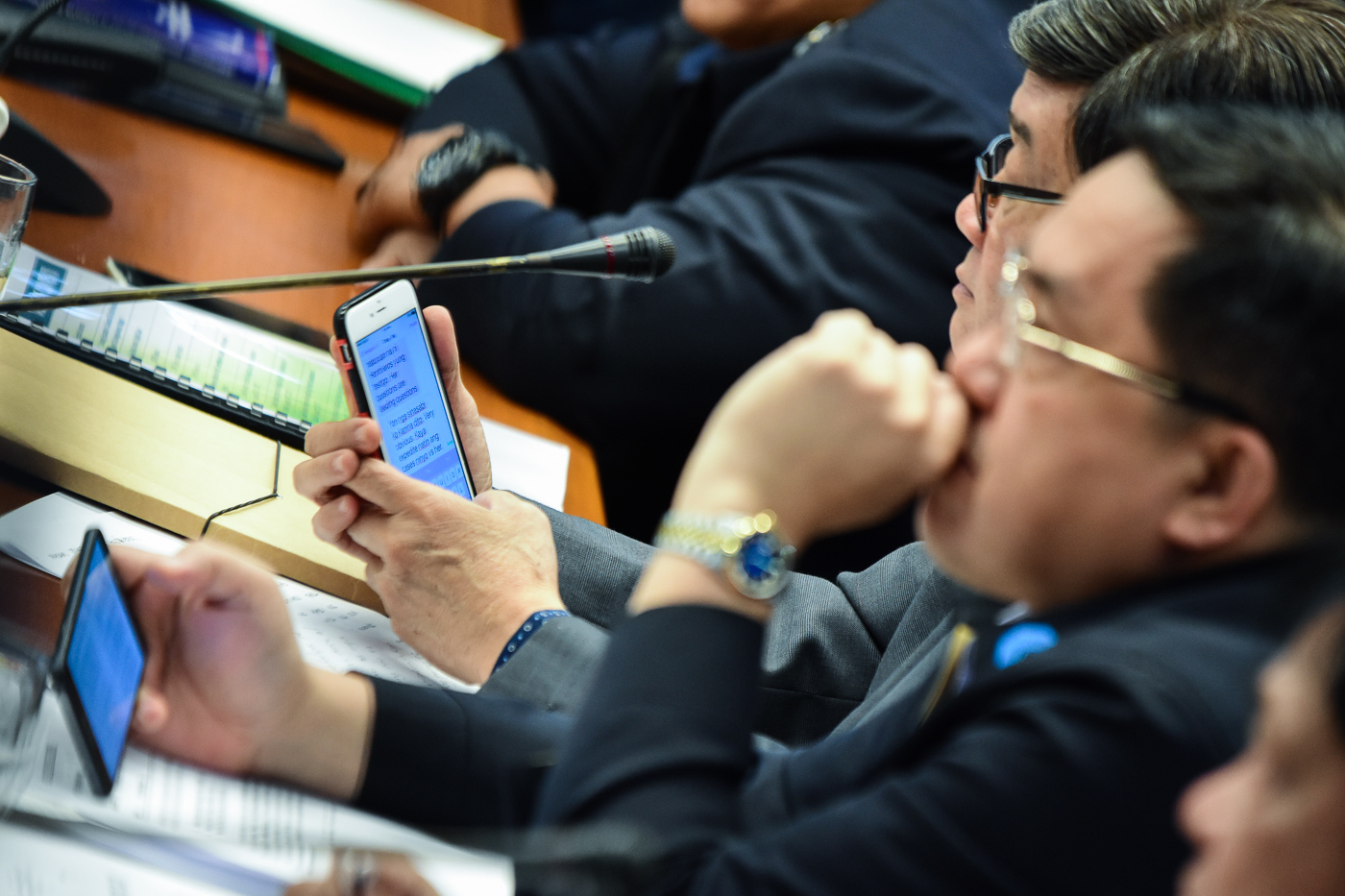 TEXT MESSAGE. Justice Secretary Vitaliano Aguirre II is caught sending a message to a VACC member, saying there is a need to 'expedite' the cases against Senator Risa Hontiveros. Sourced photo