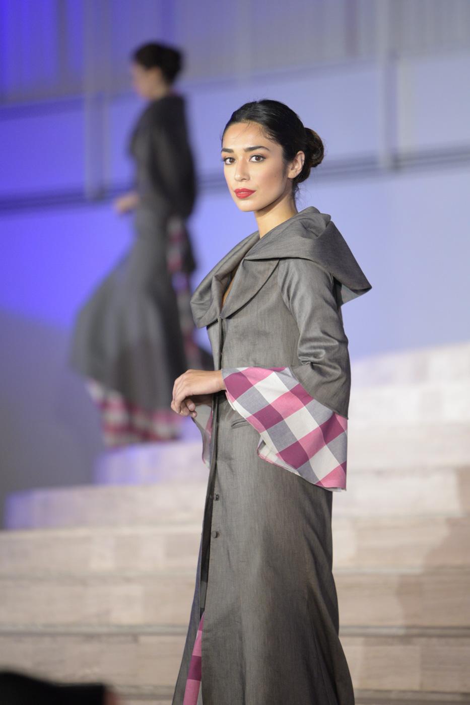 MODERN TAKE. Former Bb Pilipinas Supranational Joanna Eden models a creation of designer Joji Lloren during the Balik Saya competition.
