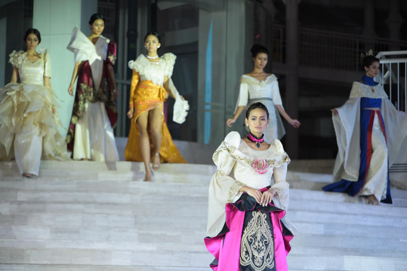 BARO'T SAYA. Models show the different interpretations of the baro't saya.