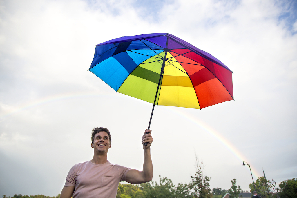 RAINBOW BRIGHT. Antoni says he wants to bring 'Queer Eye' to Poland as a show of support for the country's LGBT youth. Photo courtesy of Netflix